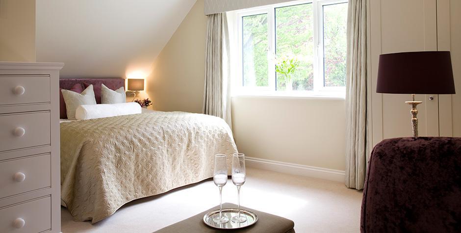 Homesmiths peaceful master bedroom interior design for Peaceful master bedroom designs