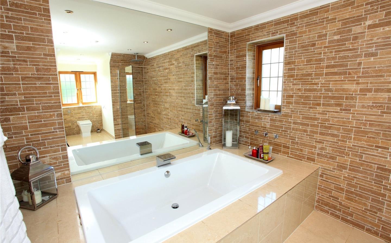 changing rooms en-suite refurbishment before